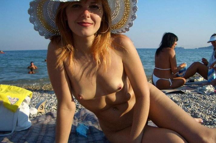 Русская жена раздевается для мужа дома и на отдыхе 11 фото