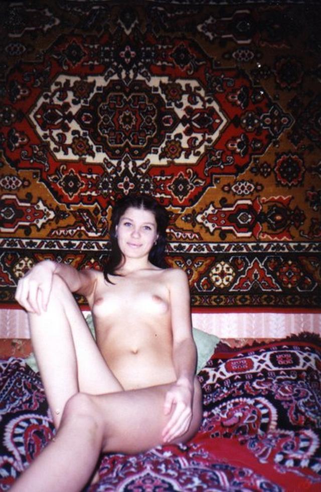 Ретро снимки одиноких девушек и женщин в домашние архивы 28 фото