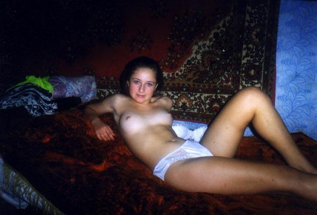 Ретро снимки одиноких девушек и женщин в домашние архивы 12 фото