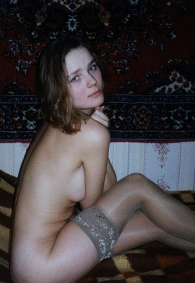 Ретро снимки одиноких девушек и женщин в домашние архивы 30 фото