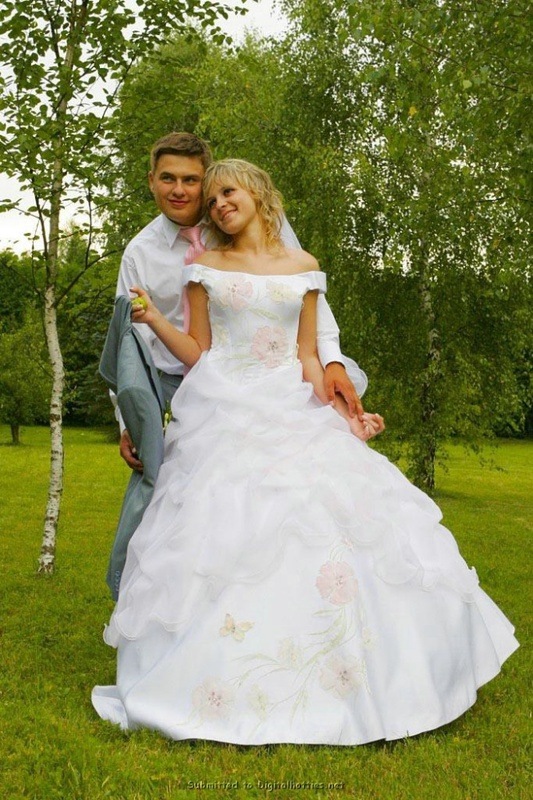 Украинская невеста в рваных чулках сняла платье перед мужем 2 фото