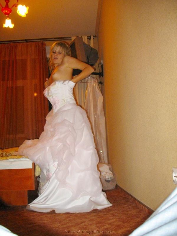 Украинская невеста в рваных чулках сняла платье перед мужем 7 фото