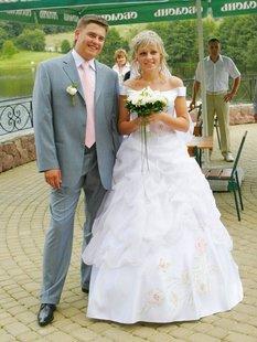 Украинская невеста в рваных чулках сняла платье перед мужем
