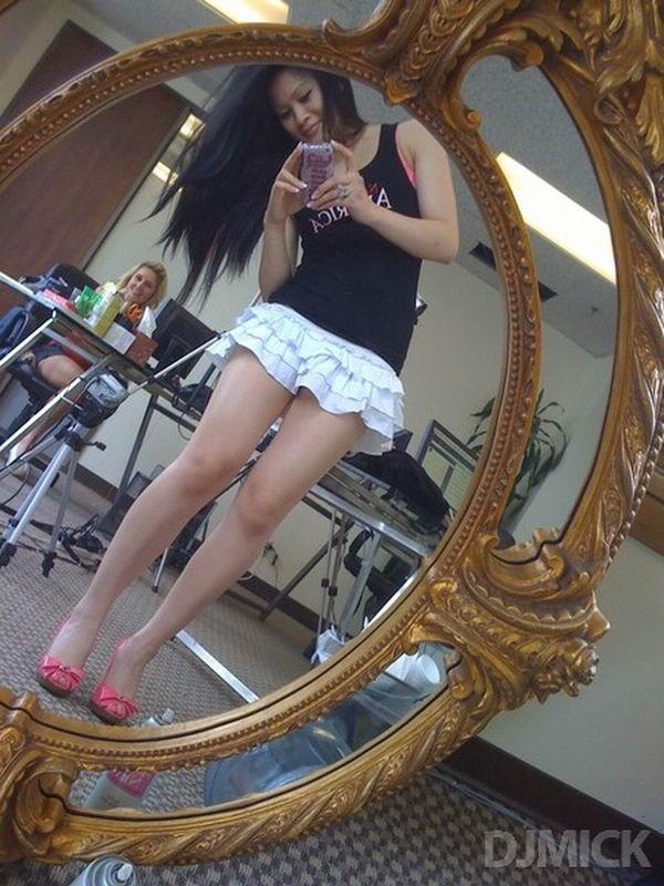 Селфи в зеркале сексуальных девушек 12 фото