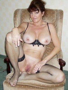 Грудастые дамочки дома голые для своих бойфрендов
