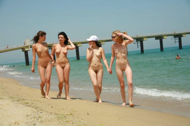 Стройные телки пришли отдыхать на нудистский пляж 8 фото
