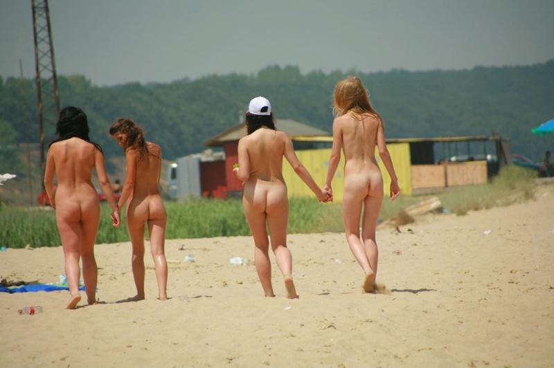 Стройные телки пришли отдыхать на нудистский пляж 20 фото