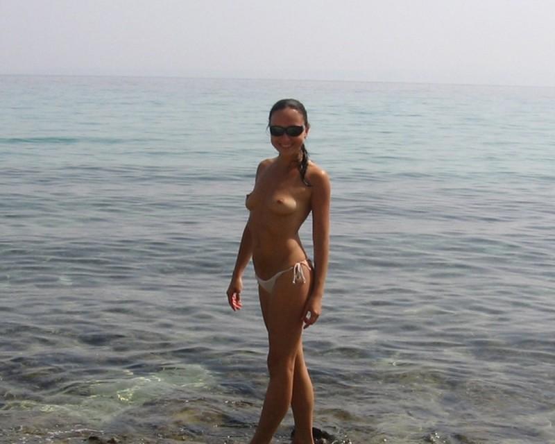 Выложила в сеть интимные фото с отдыха 18 фото