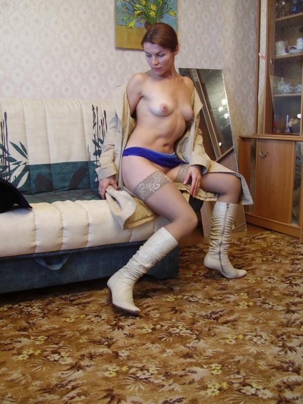 Любительница потрахаться в эротических снимках в комнате 13 фото