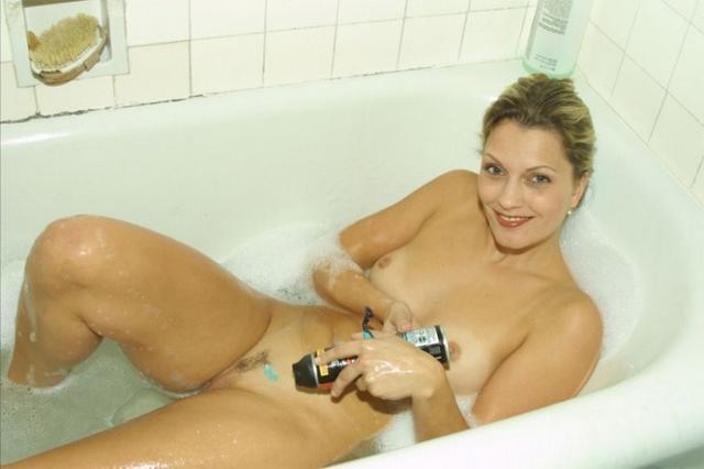 Эротические снимки русских любовниц дома и на природе 6 фото