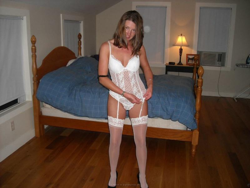 Славянка любит носить чулки и позировать бойфренду 6 фото