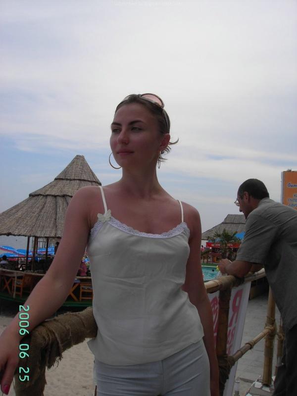 Русская баба отдыхает на морском курорте и ходит на экскурсии 7 фото
