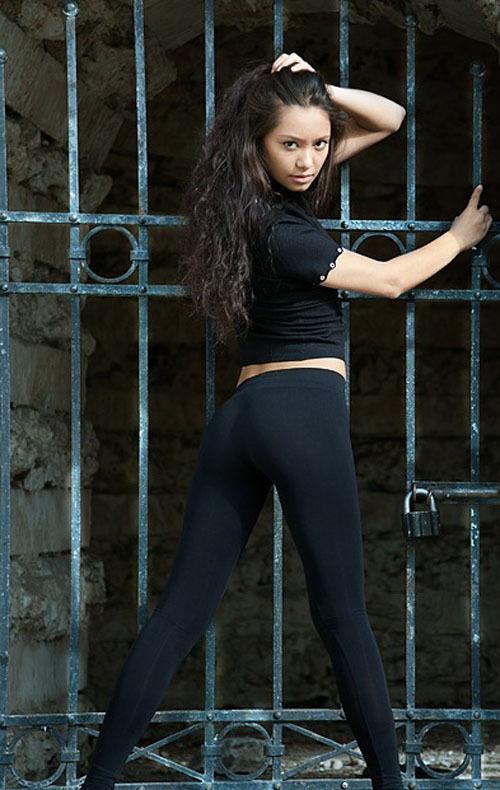 Узбекская модель из Москвы на студийных снимках и в жизни 8 фото