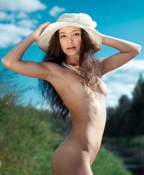 Узбекская модель из Москвы на студийных снимках и в жизни 16 фото