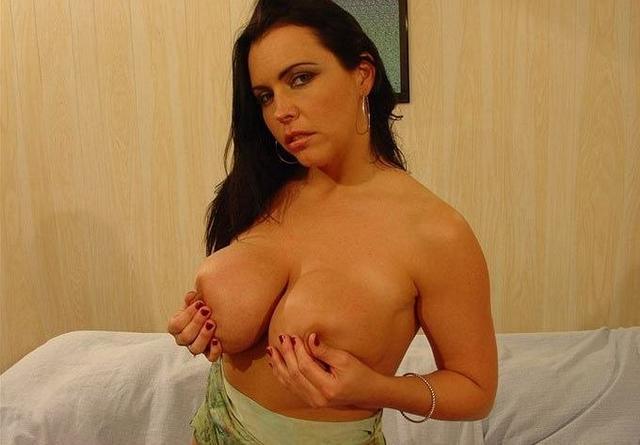 Подборка сексуальных мамочек с большой грудью и похотливым нравом 3 фото