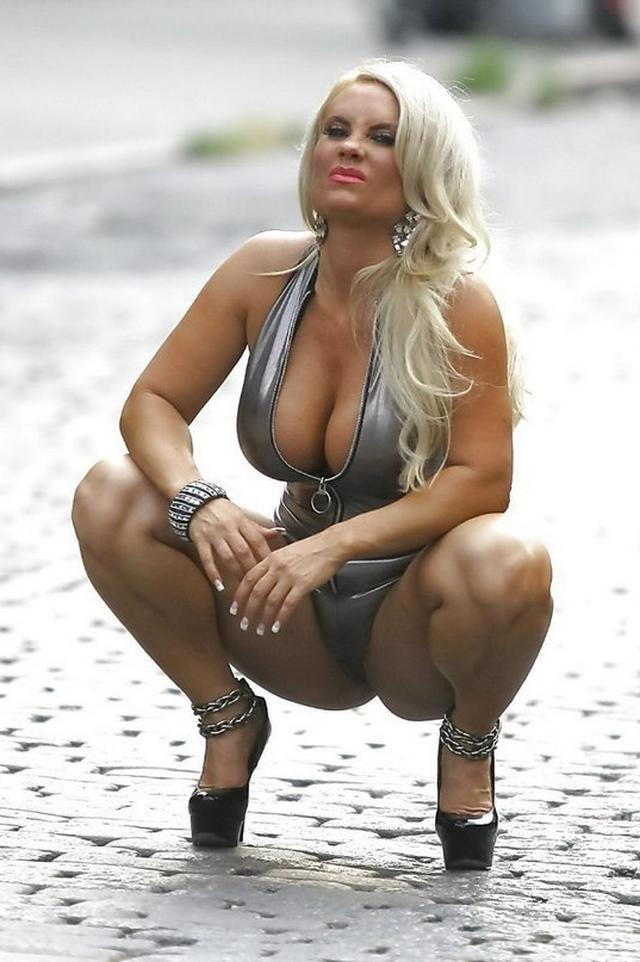 Подборка сексуальных мамочек с большой грудью и похотливым нравом 16 фото