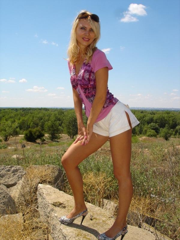 Сочная жена из Оренбурга пошло показывает себя на улице и дома 11 фото