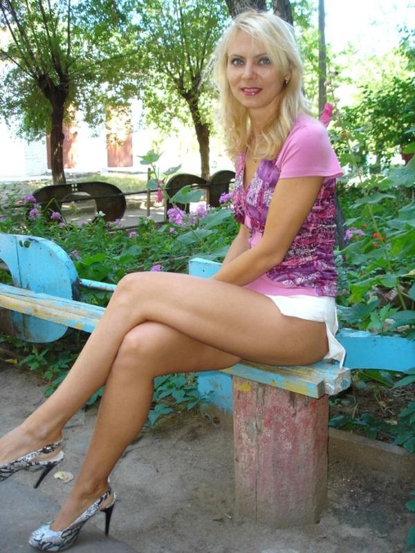 Сочная жена из Оренбурга пошло показывает себя на улице и дома 10 фото