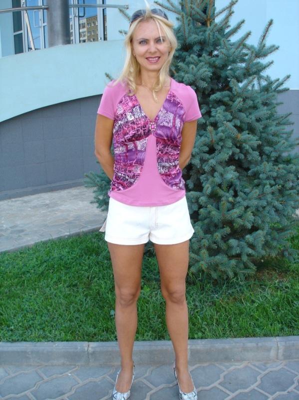 Сочная жена из Оренбурга пошло показывает себя на улице и дома 8 фото