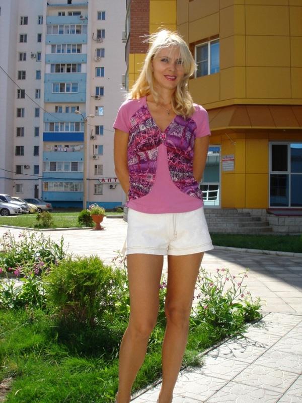 Сочная жена из Оренбурга пошло показывает себя на улице и дома 7 фото