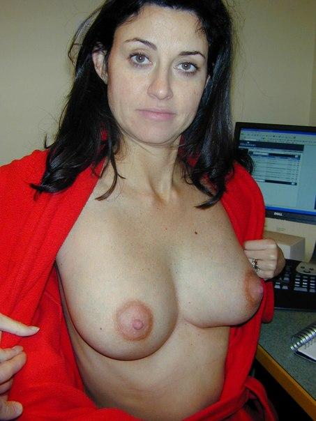 Сочные разведенки показывают голые тела и трахаются с любовниками 5 фото