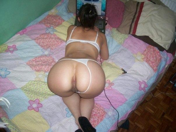 Любительская подборка эро снимков задниц голых девушек 20 фото