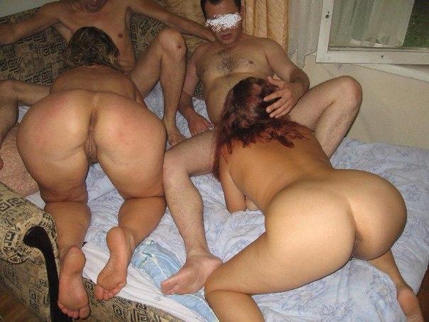 Любительская подборка эро снимков задниц голых девушек 3 фото