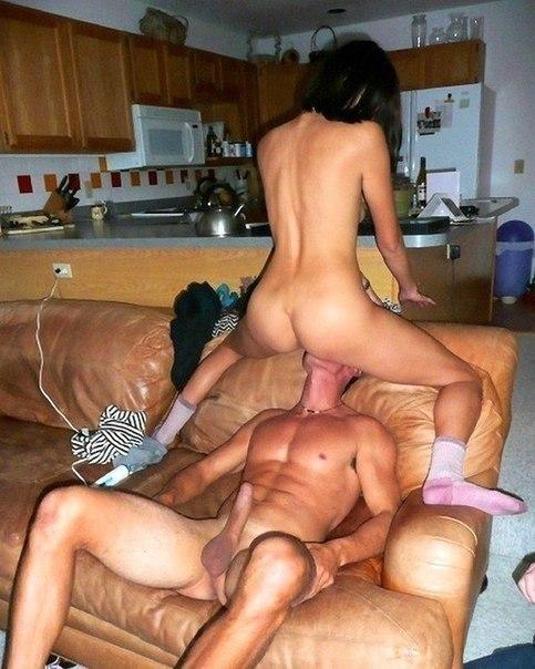 Мужчины замечательно лижут киски сексуальным девушкам 2 фото
