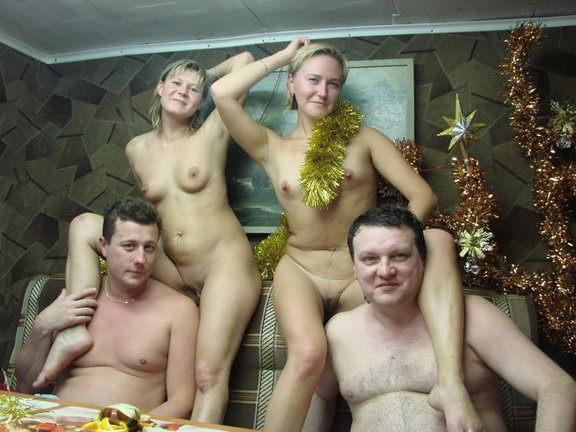 Голые бабы выпили и сходили с мужиками в русскую баню 5 фото
