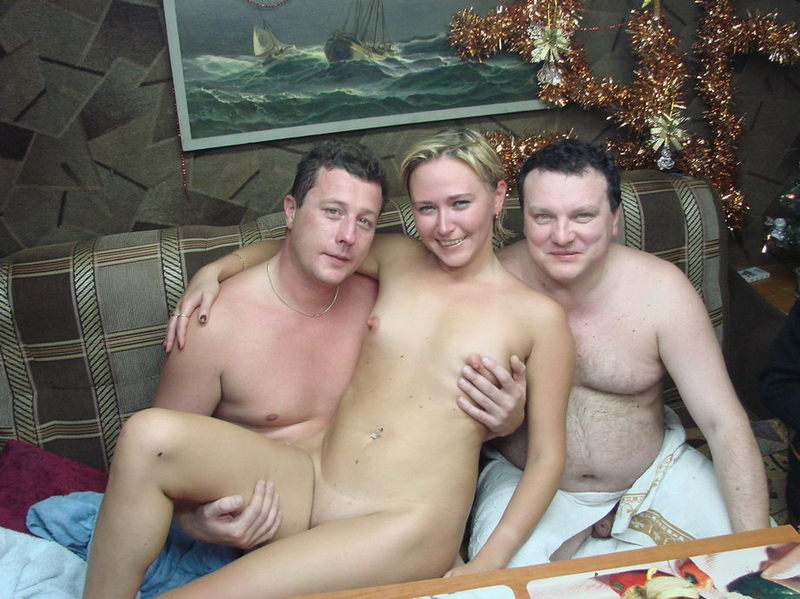 Голые бабы выпили и сходили с мужиками в русскую баню 3 фото