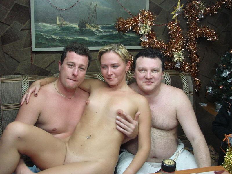 Голые бабы выпили и сходили с мужиками в русскую баню 2 фото