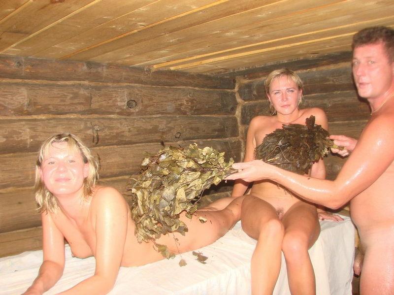 Голые бабы выпили и сходили с мужиками в русскую баню 6 фото