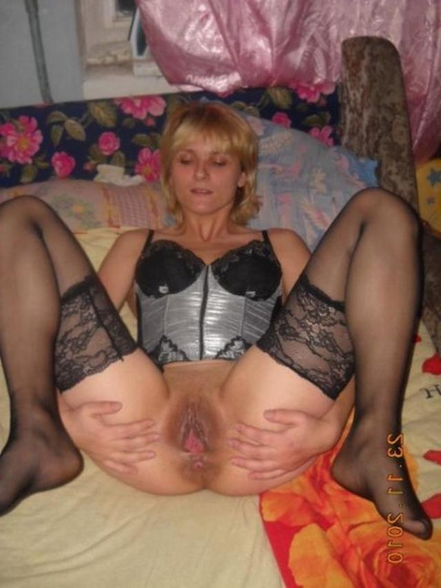 Подборка зрелых женщин, раздвигающих рогатки в нижнем белье 15 фото