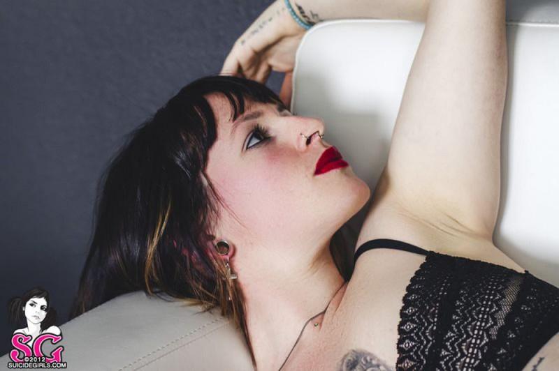 Стильная неформалка демонстрирует татуировки 18 фото