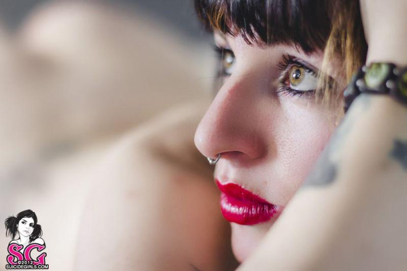 Стильная неформалка демонстрирует татуировки 25 фото