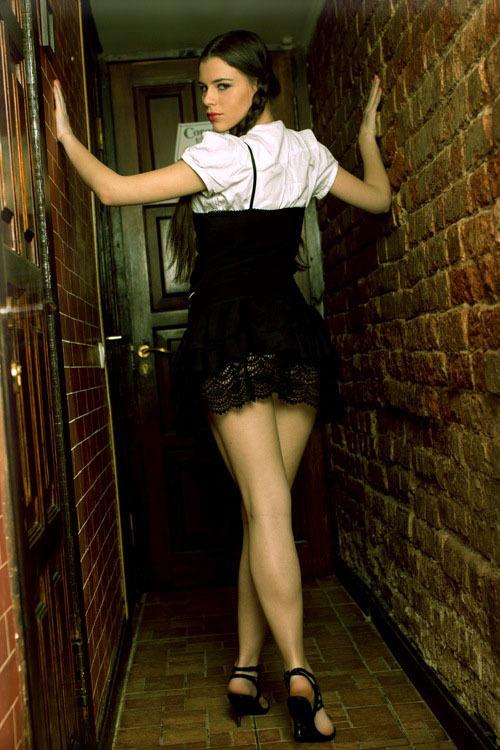Частные снимки молодой эро-модели из России 9 фото