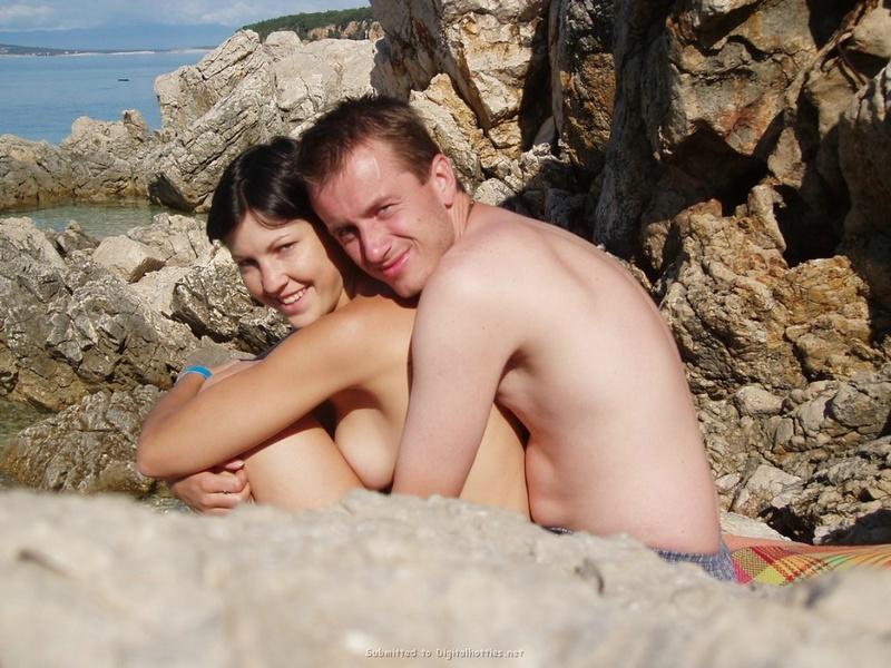 Снимки молодой пары за прогулкой и сексом дома 24 фото