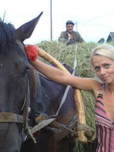 Пошлая блондинка приехала в гости в деревню