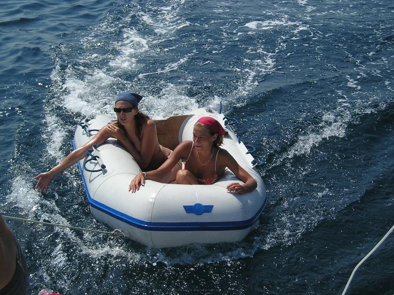Пьяный отдых на яхте в компании озорных подружек 5 фото