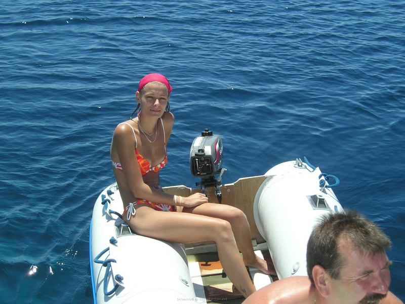 Пьяный отдых на яхте в компании озорных подружек 14 фото
