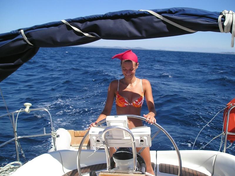 Пьяный отдых на яхте в компании озорных подружек 10 фото