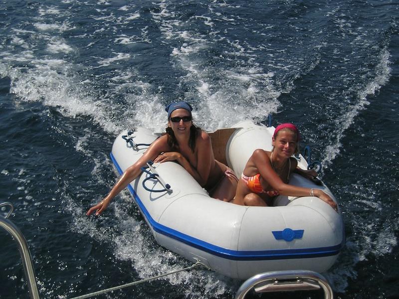 Пьяный отдых на яхте в компании озорных подружек 4 фото