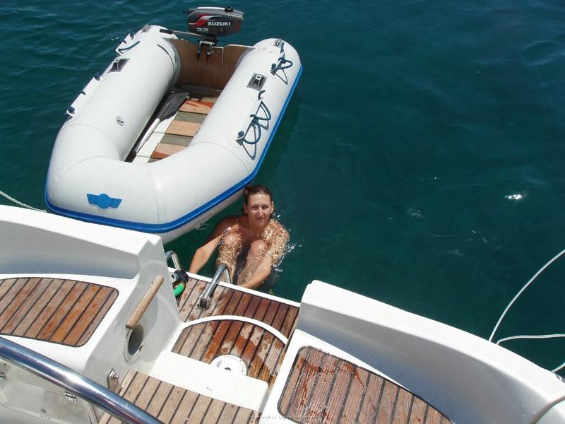Пьяный отдых на яхте в компании озорных подружек 20 фото