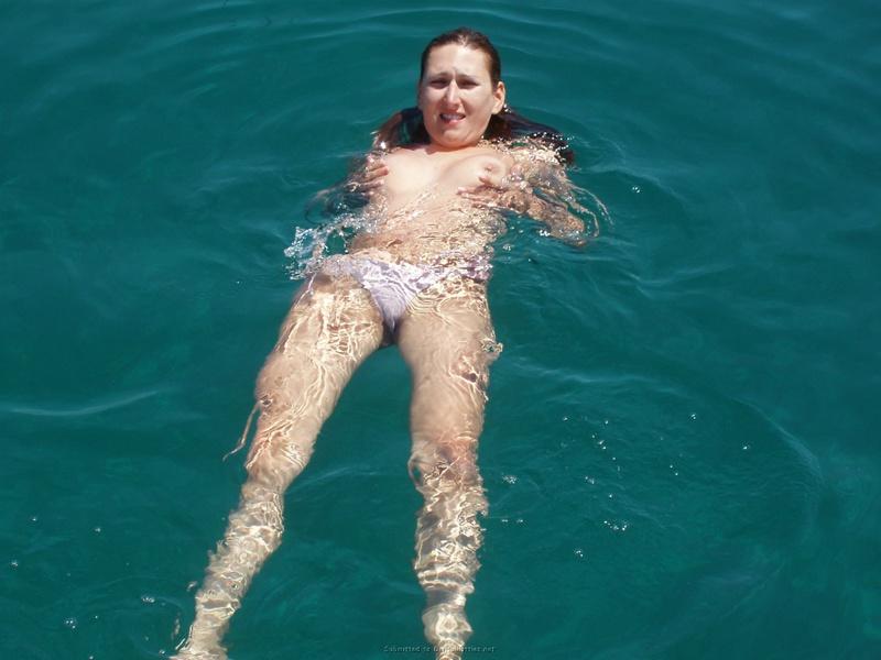Пьяный отдых на яхте в компании озорных подружек 23 фото