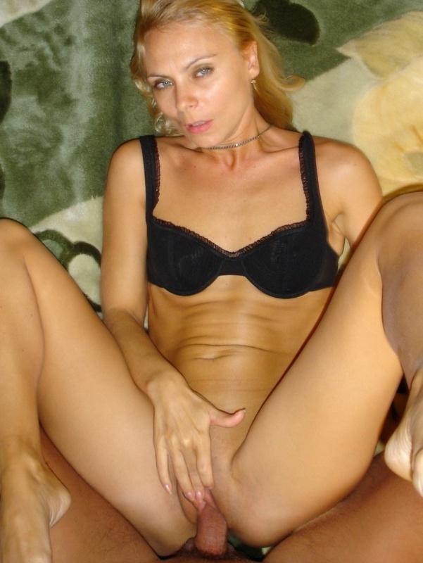 Опытная блондинка предоставляет члену любовника вагину и анус 15 фото