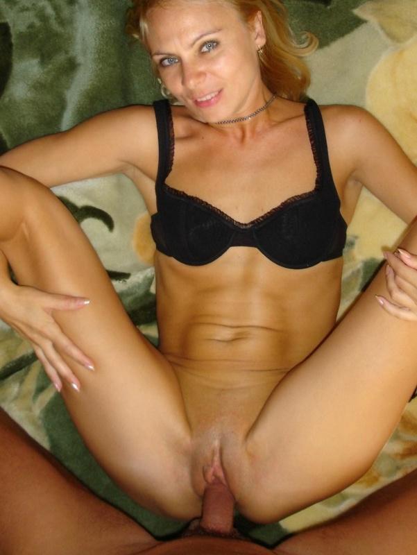 Опытная блондинка предоставляет члену любовника вагину и анус 16 фото
