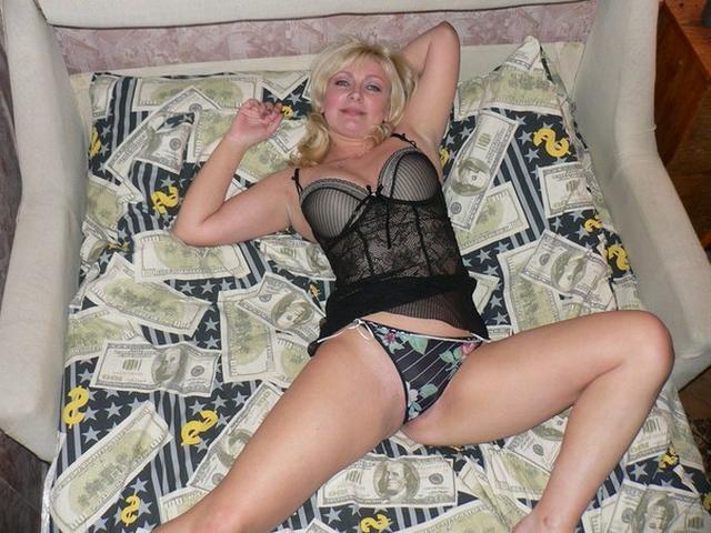 Русские жены в эротическом белье пошло позируют для мужей 13 фото