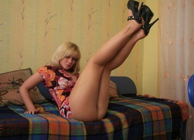 Русские жены в эротическом белье пошло позируют для мужей 23 фото