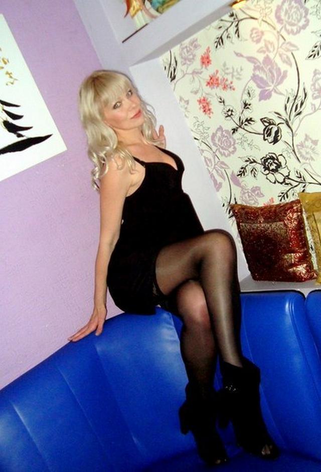 Русские жены в эротическом белье пошло позируют для мужей 8 фото