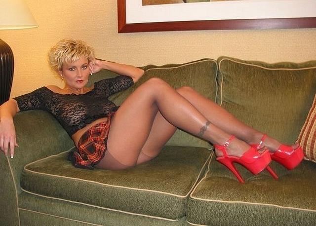 Русские жены в эротическом белье пошло позируют для мужей 28 фото